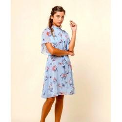 Hochgeschlossenes Kleid mit Rückenausschnitt