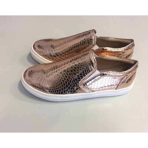 Sneaker im Metallic Look